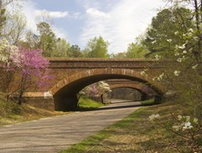 NATIONAL PARK SERVICE PHOTO BY CLIFF DICKEY. COLONIAL PARKWAY. FOR MORE INFO CONTACT MIKE LITTERST, PUBLIC AFFAIRS OFFICER, COLONIAL NATIONAL HISTORICAL PARK, PHONE 757-898-2409, FAX 757-898-6346, E-MAIL MIKE_LITTERST@NPS.GOV