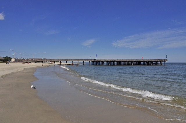 Beaches in williamsburg yorktown hampton newport news for Buckroe beach fishing pier